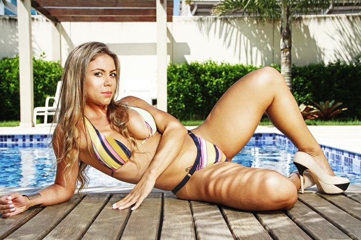 Modelo Flavia Oliveira – Atessue Moda Praia